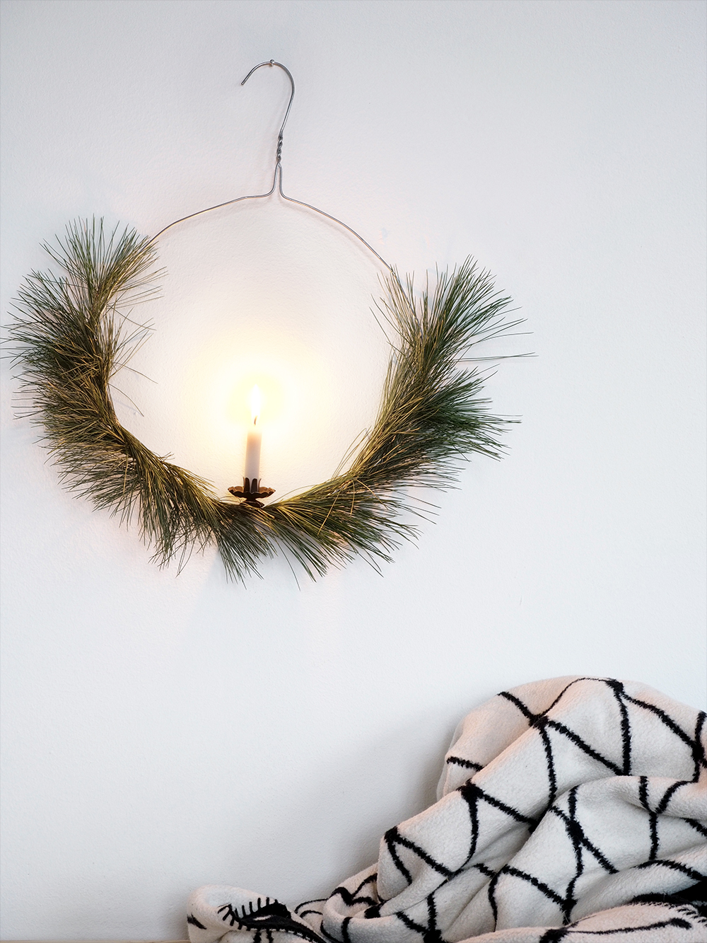easy DIY christmas wreath - www.craftifair.com