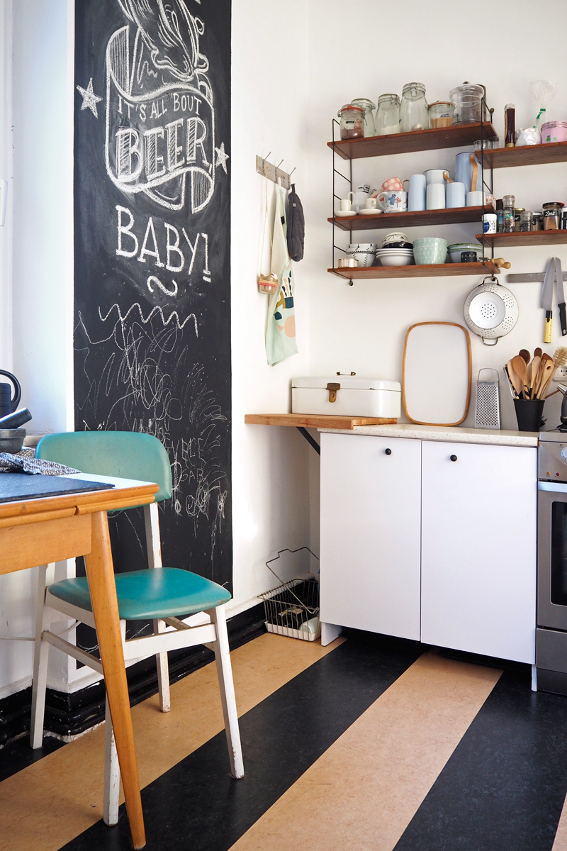 Vintage Küche mit Tafelwand