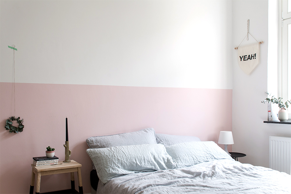 Half painted pink wall in the bedroom - www.craftifair.de