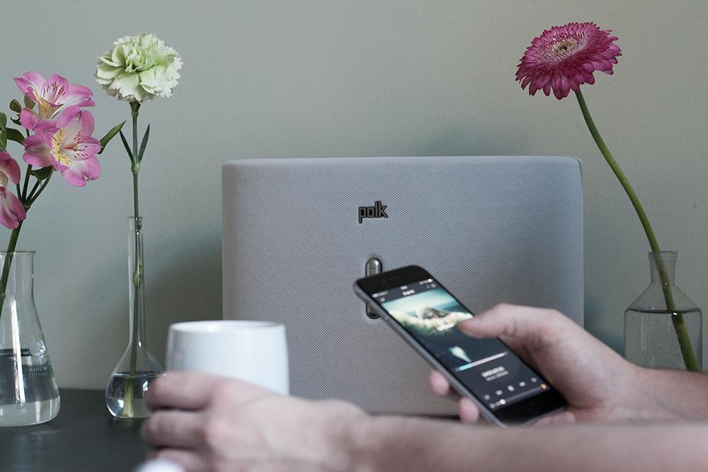 Technik trifft Design – der drahtlose Lautsprecher Omni S6 von Polk Audio