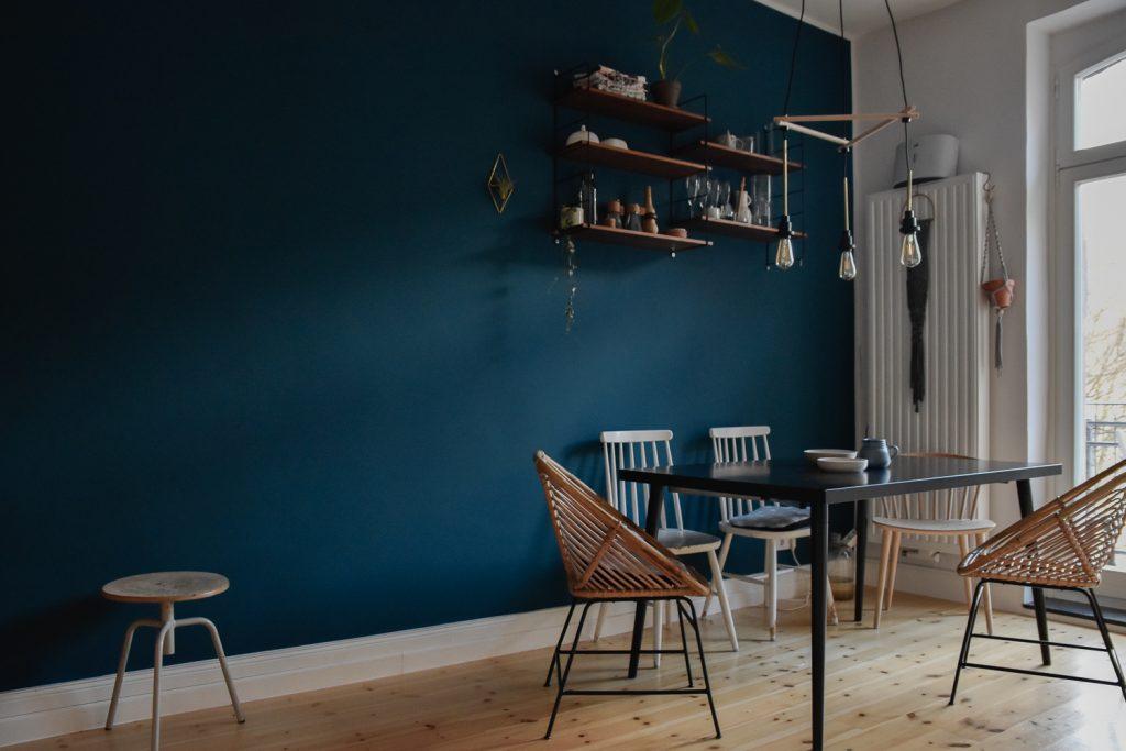 Lass uns Blau machen – Trendwatch: Blau als Wandfarbe