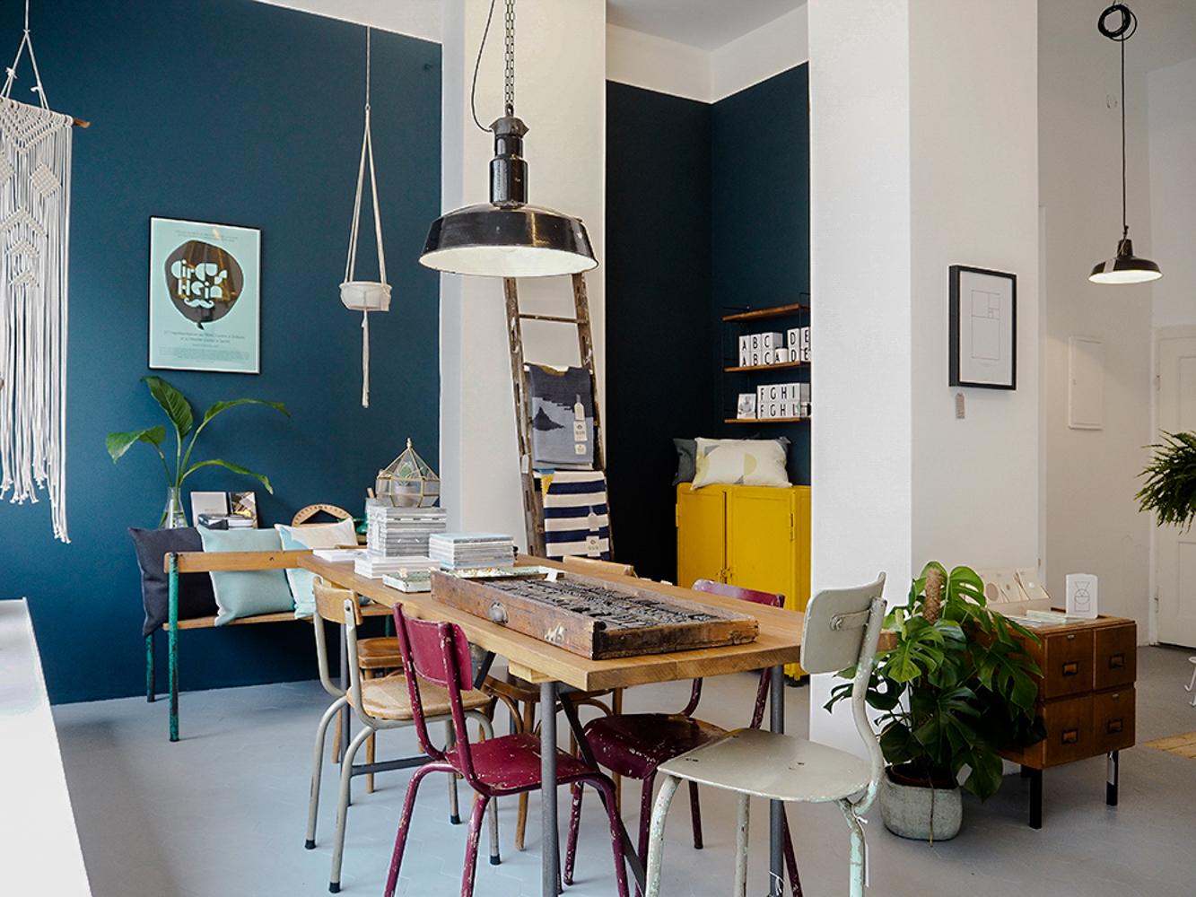 blaue wandfarbe awesome blaue wandfarbe with blaue. Black Bedroom Furniture Sets. Home Design Ideas