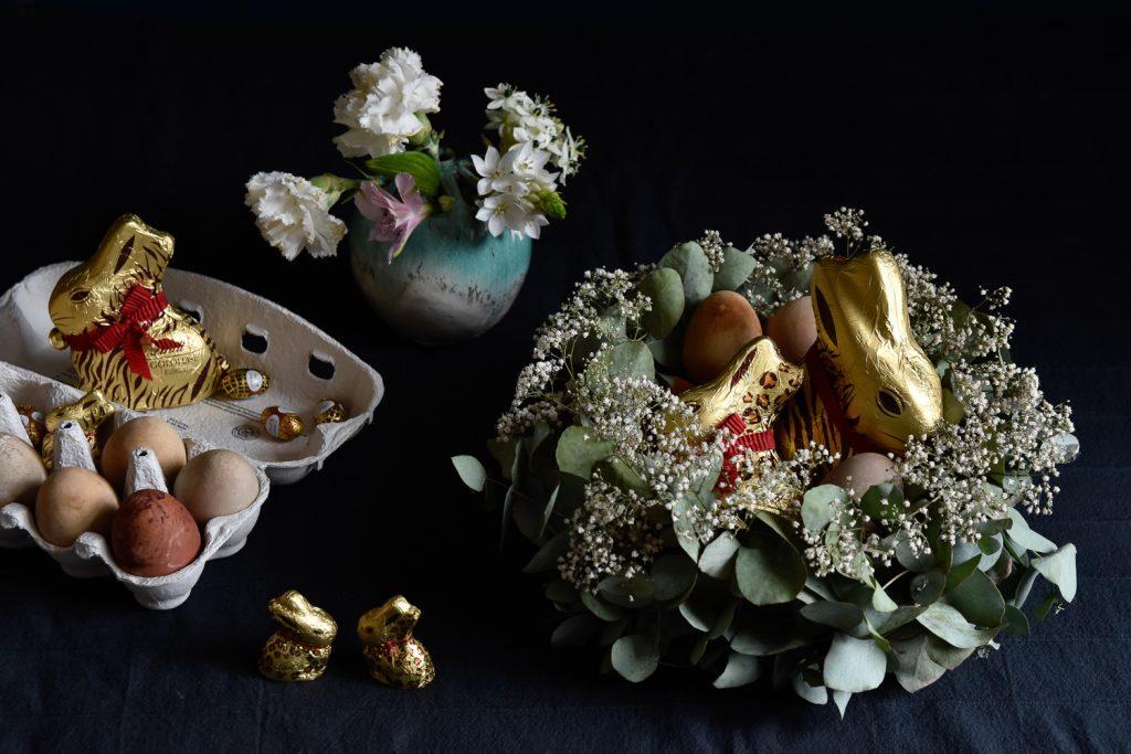Modernes DIY Osterkörbchen mit Eukalyptus und Schleierkraut
