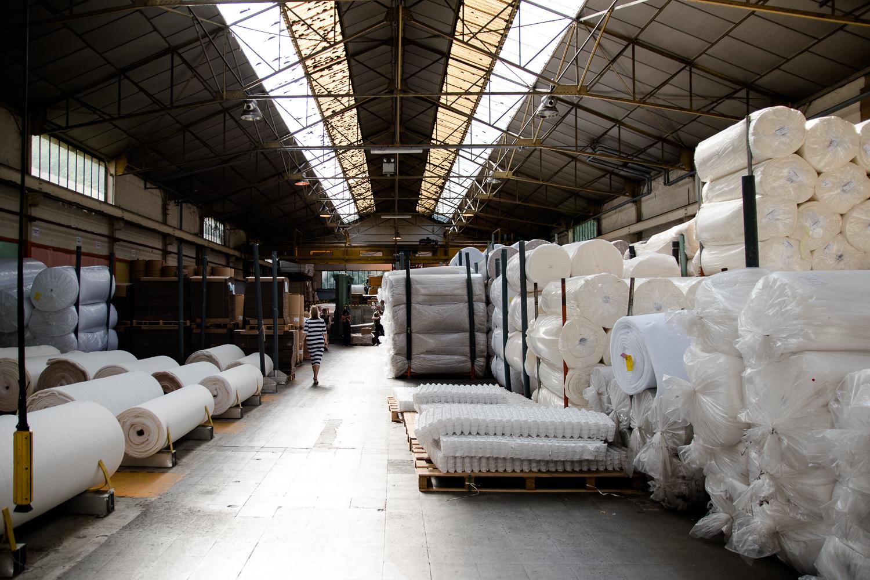 So entsteht ein Boxspringbett – Ein Rundgang im Werk von TRECA Interiors Paris