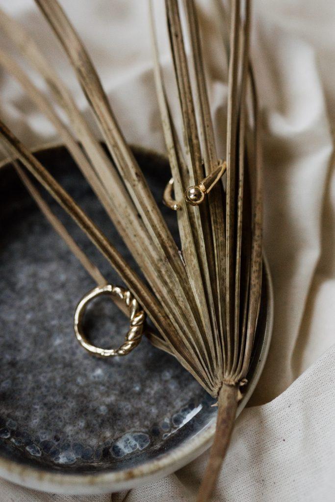 Adventskalender: Organische Formen aus Gold und Silber von Hanna Marie Gropper