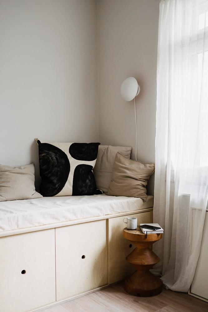 Kissen selbstmachen und selbstgebautes Bett mit Stauraum